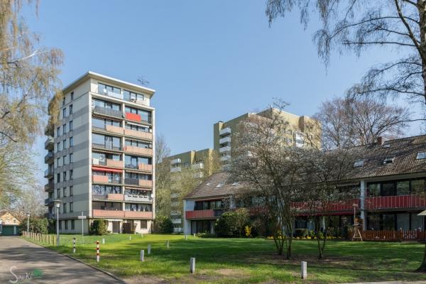 erstes Delmenhorster Hochhaus an der Holbeinstraße - steht im Garten von Leffers